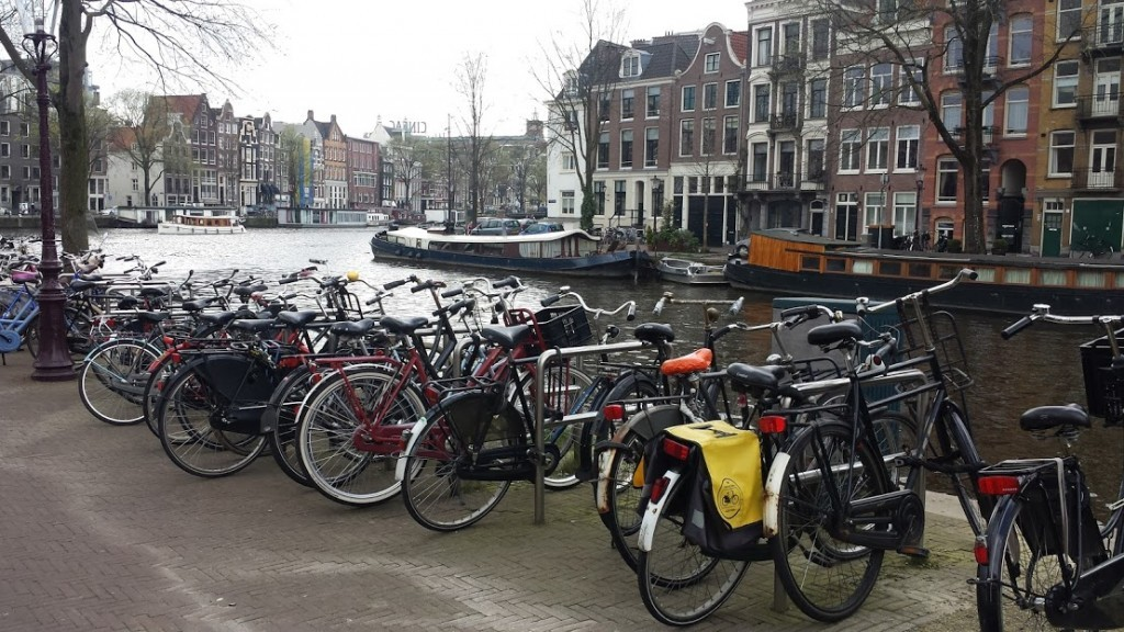 biciclete pe canal