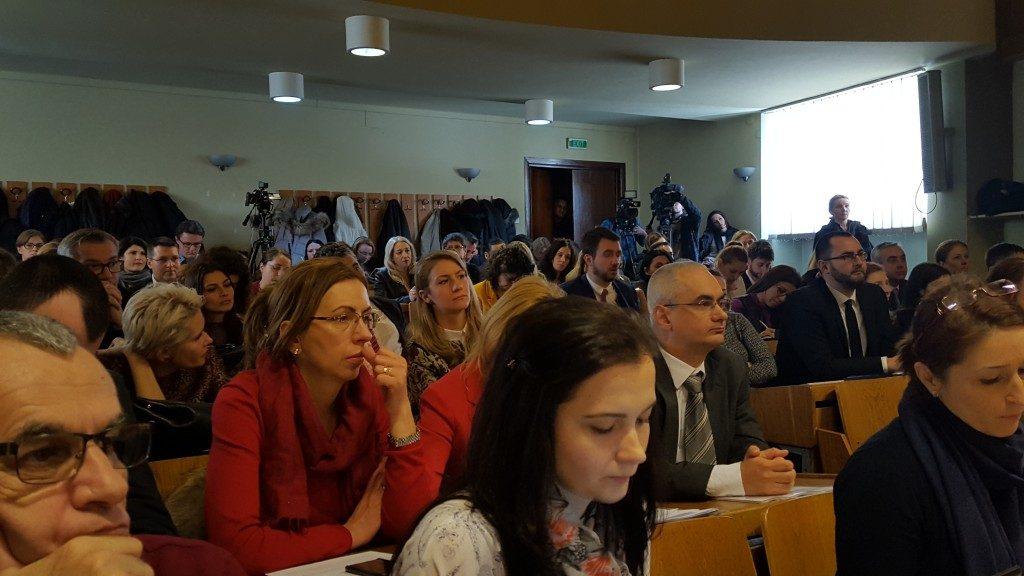 dezbatere publica scaderea pretului la medicamente