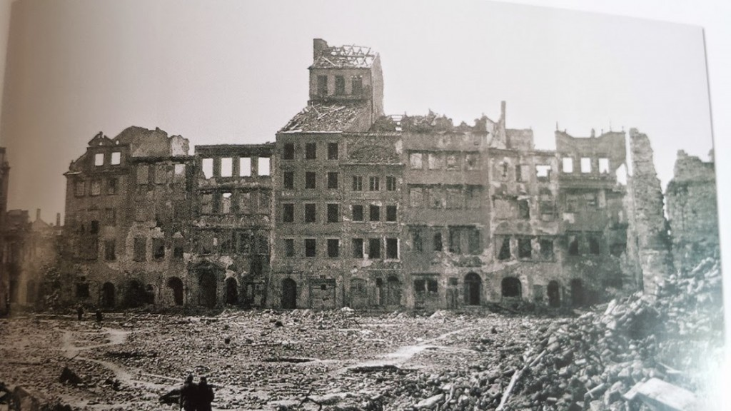 piata_medievala_varsovia_ruine_1945